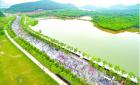 5万徒步客雨中行走武汉最美步道 边走边赏景(图)