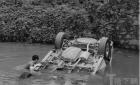 瓯海下呈村民车翻脏水河 90后准新郎警察多次入水救人