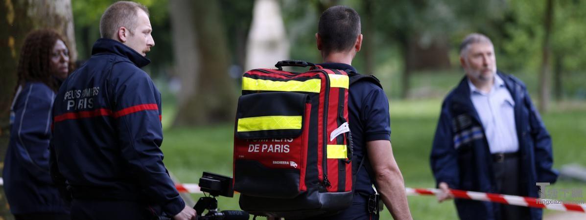 参与蒙索公园在巴黎闪电引起的,2016年5月28日,事故发生后消防队员。