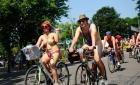 世界裸骑日英国民众豪放出镜 倡导交通建设(组图)