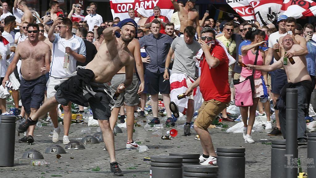 欧洲杯:德国球迷加入暴力混战