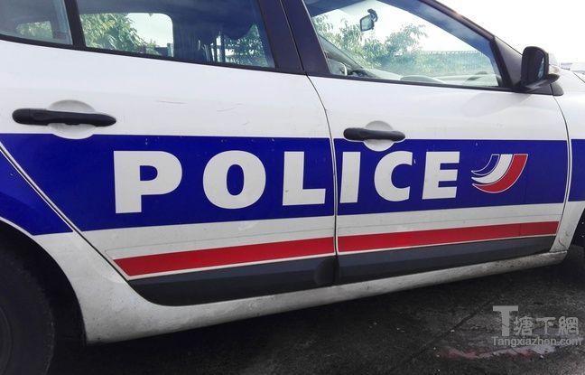 警车(图)。