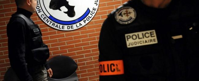 警方judiciaire./Photo插图DDM蒂埃里博尔达斯