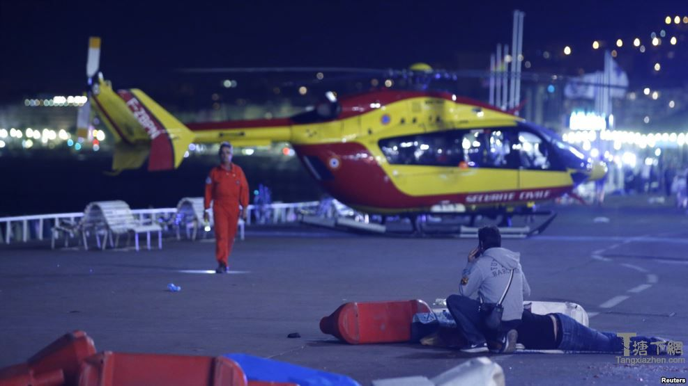 尼斯的伤者被直升机紧急送往医院