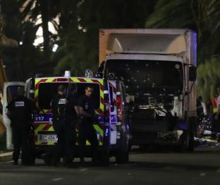 法国尼斯被恐怖袭击 伤亡人数已经升至70多人【组图】