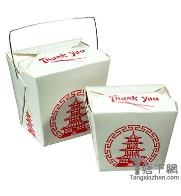"""这个时常出现在美剧里的中餐外卖盒,俗称""""牡蛎桶"""",上面印的是南京大报恩寺里的五彩琉璃塔。"""