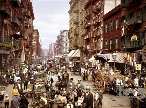 """1900年,纽约意大利人的聚居区是""""脏乱差""""的代表。"""